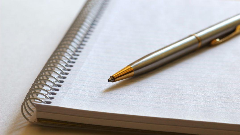 pen and notebook Studii Majori
