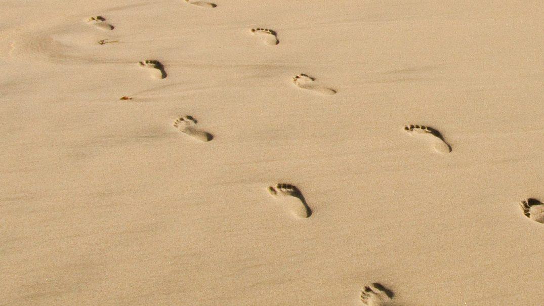 sand footprints 1 Devoțional