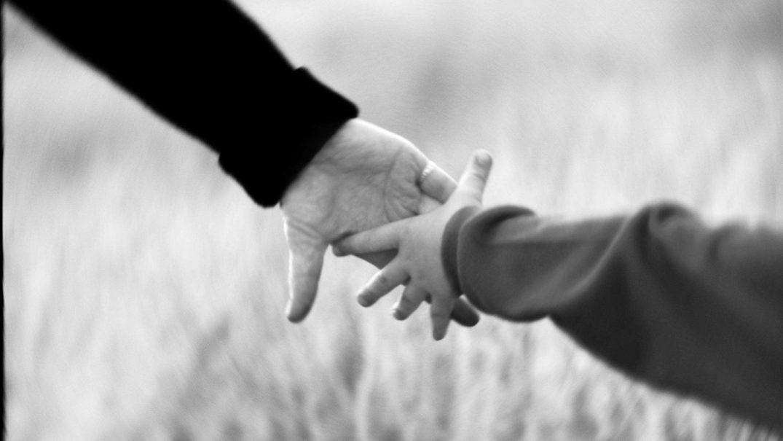 holding hands1 Studii Adolescenți