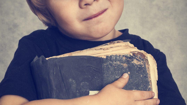 boy holding bible Studii Adolescenți