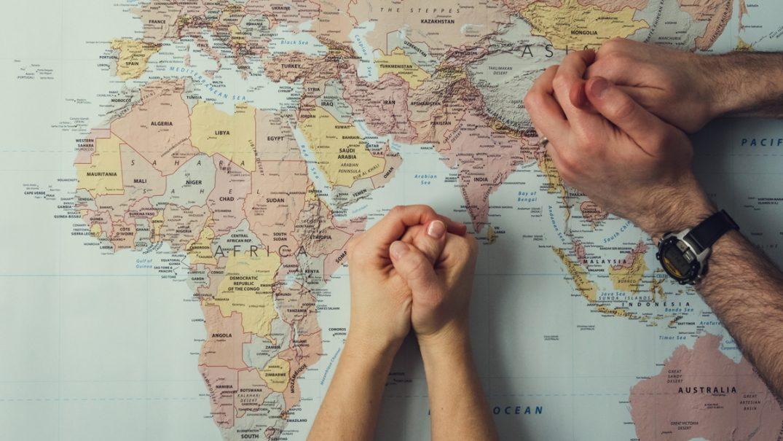 map of world praying hands Resurse