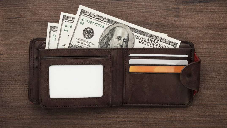 purse with money on the wooden table PMHK9UM Devoțional