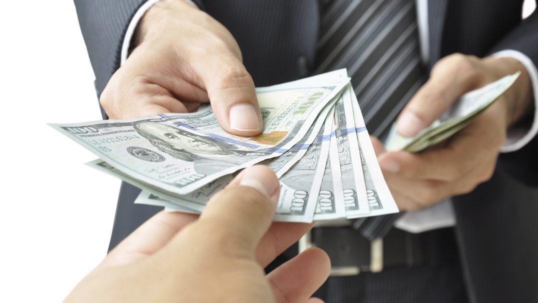 giving money Studii Adolescenți