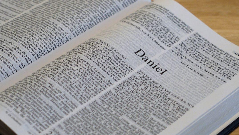 Bible Open to Daniel 1 1 Resurse