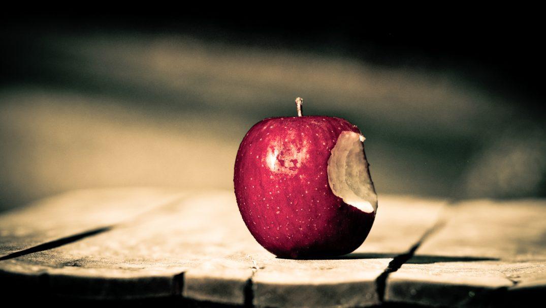 bitten apple Studii Adolescenți