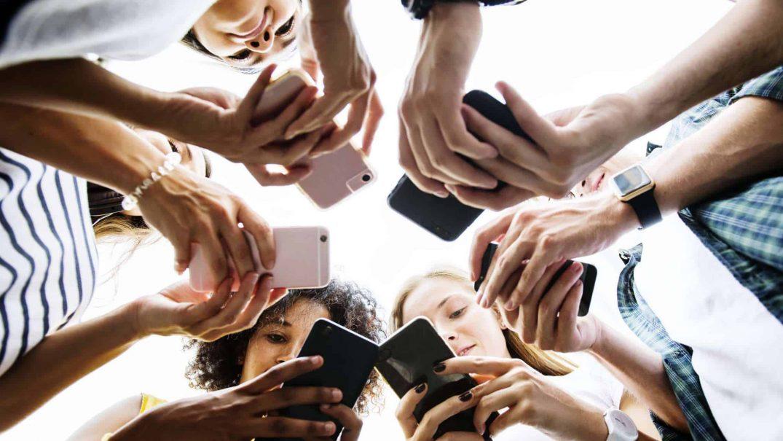 media influence Studii Adolescenți